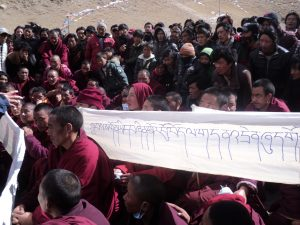 Monks and supporters protest in Tibet