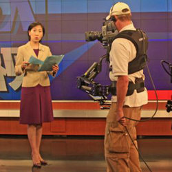 Daphne Dung-Ning Fan on the set of 'VOA Weishi'