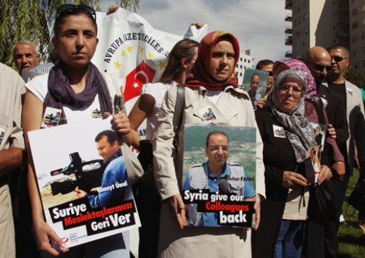 Family members and other protesters demand the return of Alhurra journalists captured in Syria.