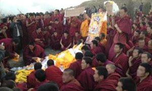 Tibetans praying over the body of a self-immolator in Rebgong, Nov. 8. Photo courtesy of an RFA listener.