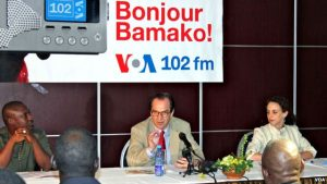 VOA Director David Ensor announces the official launch of new 102 FM transmitter in Bamako, Mali. VOA Director David Ensor announces the official launch of new 102 FM transmitter in Bamako, Mali.