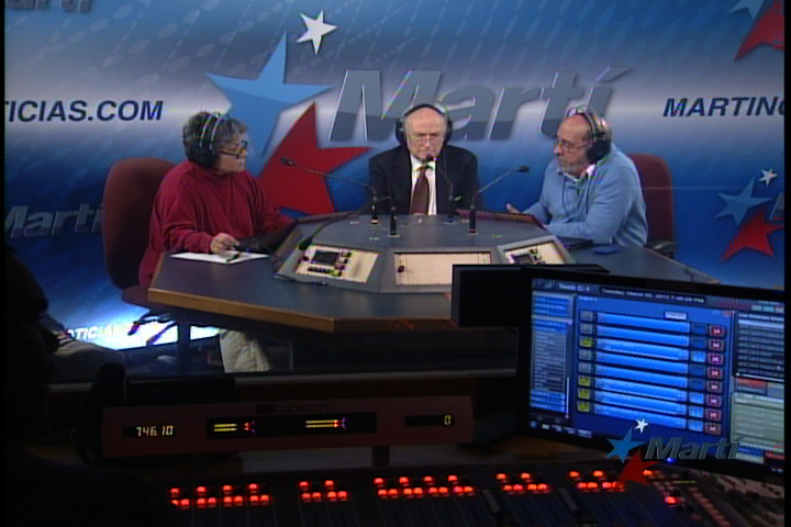 (Lef to right) Margarita Rojo, Guillermo Martínez and Pablo Alfonso provide special coverage of the death of Hugo Chavez