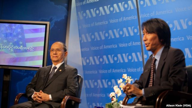 Burmese President Thein Sein (left) at live VOA town hall event on May 19 in Washington with Burmese Service Chief Lwin Htun Than.