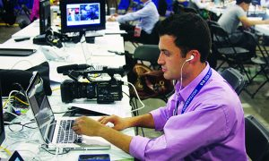 VOA Spanish editor Ramon Taylor behind the scenes in 2012