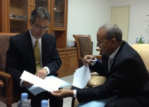 BBG Director of Strategy and Development Bruce Sherman signs agreement with the head of Telediffusion de Mauritanie (TDM), Dieh Ould Sidaty.