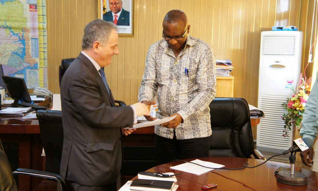 Gov. Weinstein shaking hands with Major Albert Don-Chebe, GBC DG, after signing the agreement