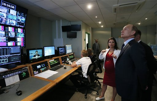"""Russian President Vladimir Putin, right, visits the headquarters of """"Russia Today"""" TV channel in Moscow, Russia, (AP Photo/Yuri Kochetkov, Pool)"""