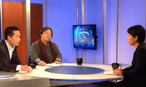 """Zhaohui Rui (left) and Huaguang Zhao join VOA Mandarin reporter Xin Chen on the set of """"Pro and Con"""" on May 30, 2014."""