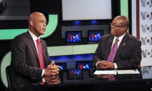 VOA Creole journalist Jacquelin Belizaire (Right) interview Haitian President Michel Martelly on the VOA set.