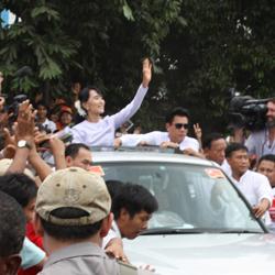 Photo Gallery: VOA, RFA Cover Burma's Historic Election