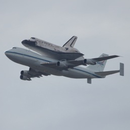 Photo Gallery: Space Shuttle Discovery Over Washington