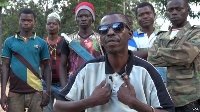 A man who gave his name as Sylvain said he was in charge of the anti-balaka militia in the region around Boda. Armed mainly with machetes, the militia groups now control the rich diamond mining areas in the southwest part of CAR. Sept. 18, 2004 (VOA/Bagassi Koura)