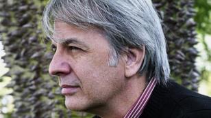 Entre Nosotros (Between Us), hosted by Cuban author and poet Orlando Gonzalez Esteva