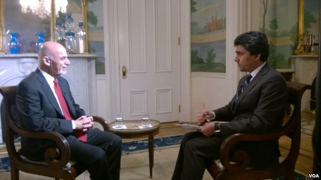 Afghan President Ashraf Ghani (L) with VOA Afghan Service reporter Said Suleiman Ashna