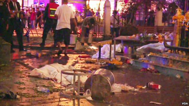 Scene of bomb blast in central Bangkok, Aug. 17, 2015. (Photo: Zinlet Aung for VOA)
