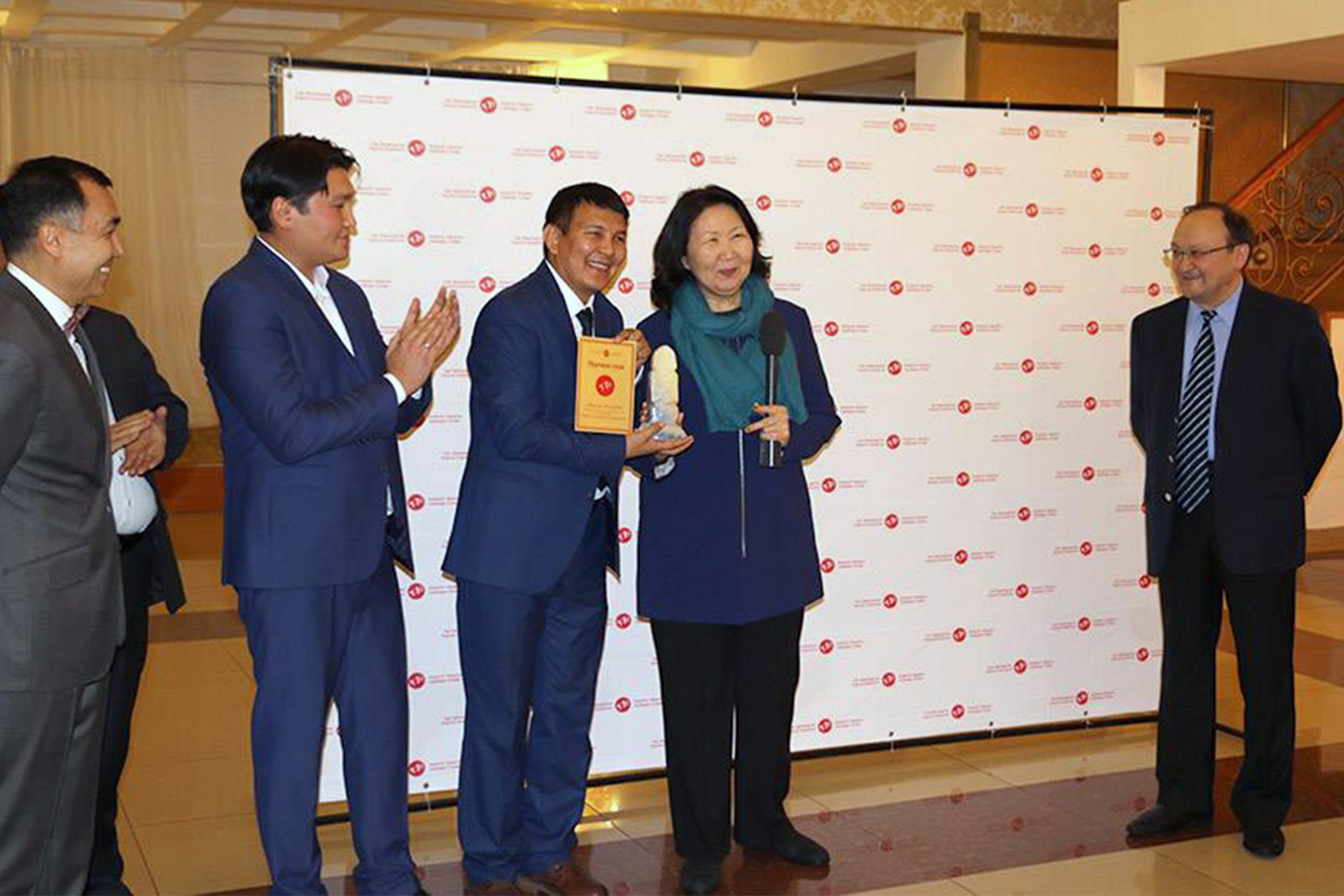"RFE/RL Kyrgyz journalist named 2016 ""Journalist of the Year"""