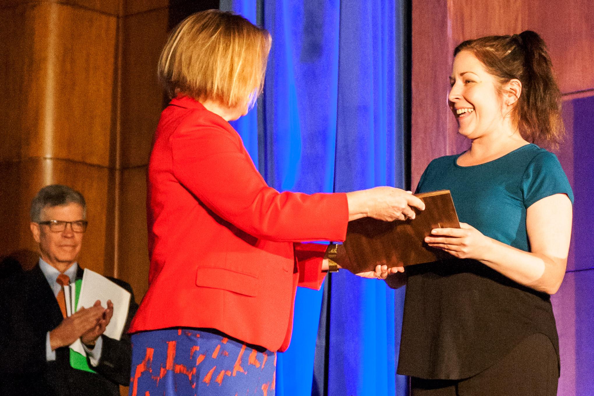 VOA correspondent Heather Murdock wins Burke Award for Mosul coverage